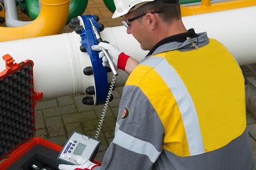 nitrogen-helium-leak-detection-technician